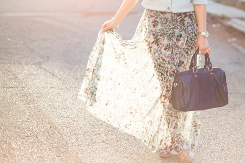 An Dyer wearing BCBGeneration Lee nude Flatforms, SoleSociety Kaylin Bag, TopShop Floral Maxi Skirt
